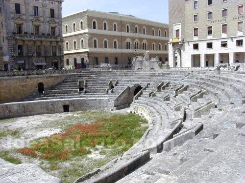 Foto anfiteatro romano immagine lecce - Bagno romano igea marina ...